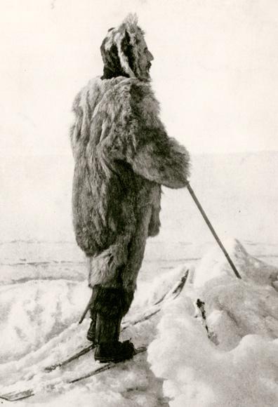 02-amundsen-heroic-pose-670