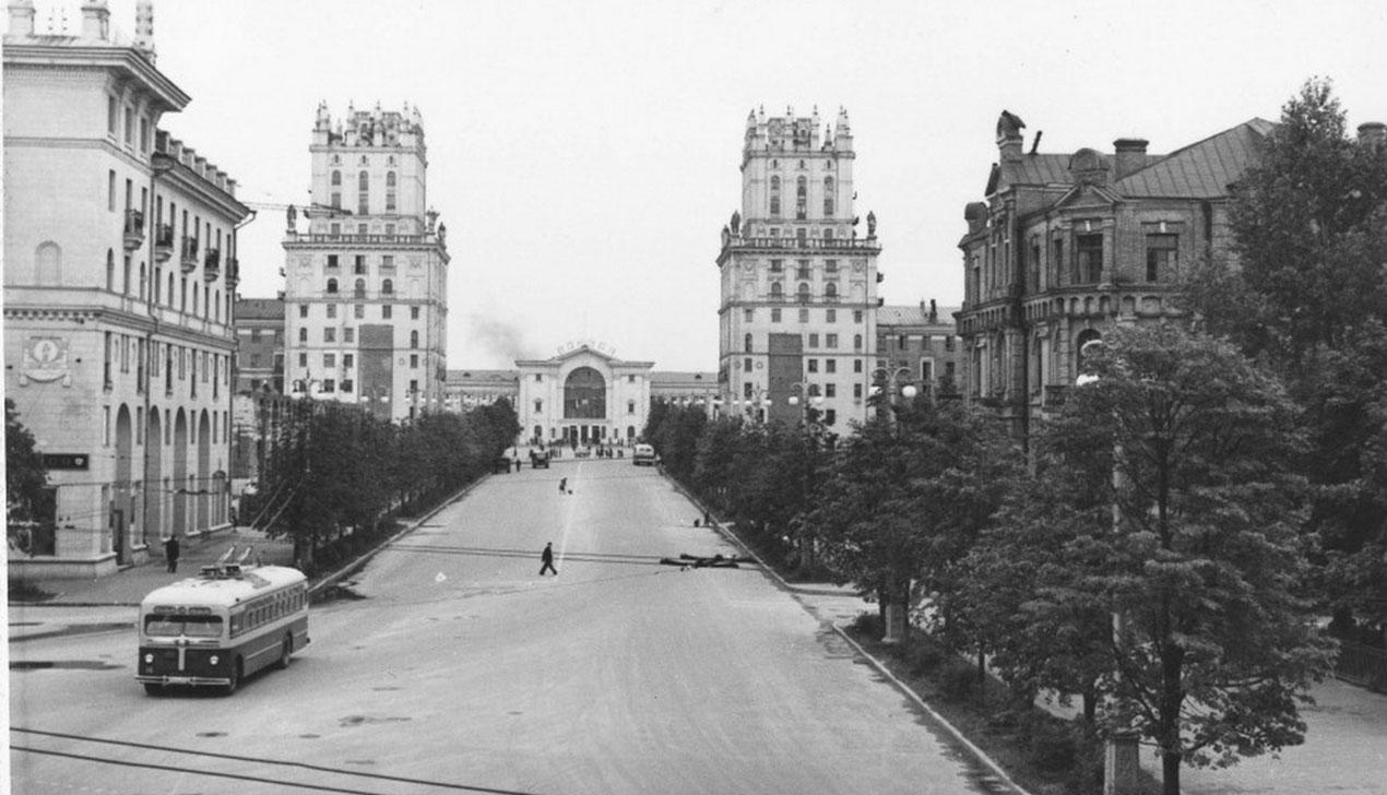 Было — стало: сравниваем «город Солнца» за окном с Минском из прошлого
