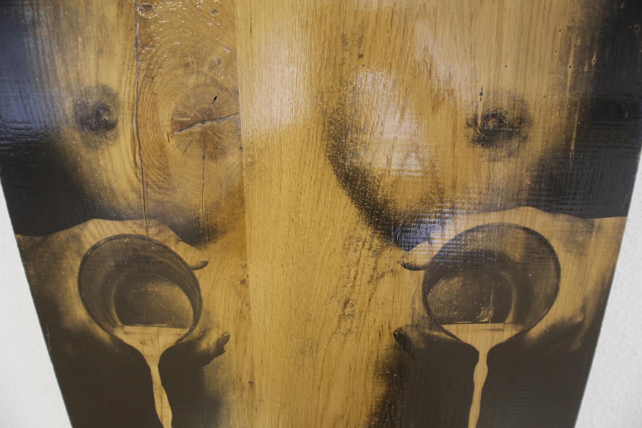 Выставка «Рэканструкцыя №1»: тела проявляются на теплом дереве