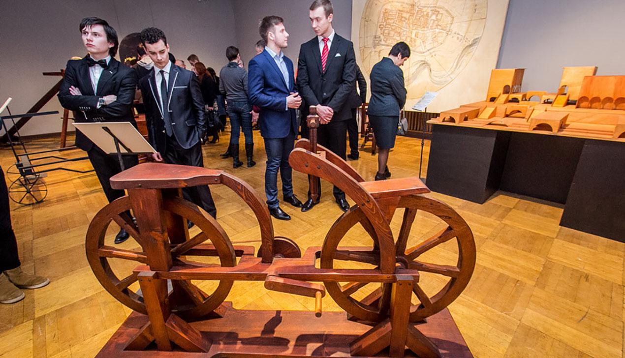 «А это что, примерочная?» Как «Большой» ходил на выставку изобретений Леонардо