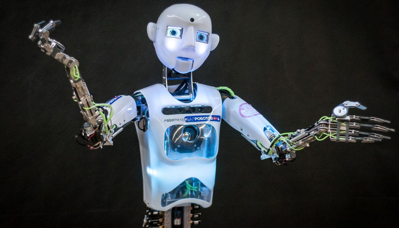 «Есть ошибки проектирования». Как мы ходили с белорусскими учеными на выставку «Бал роботов»