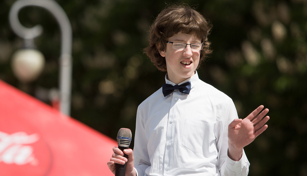 Благотворительный праздник в Минске подарил надежду тысяче молодых инвалидов