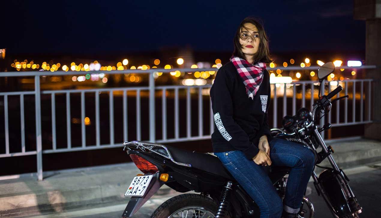 Девушка и мотоцикл: M1NSK D4 125 и «дальняк»