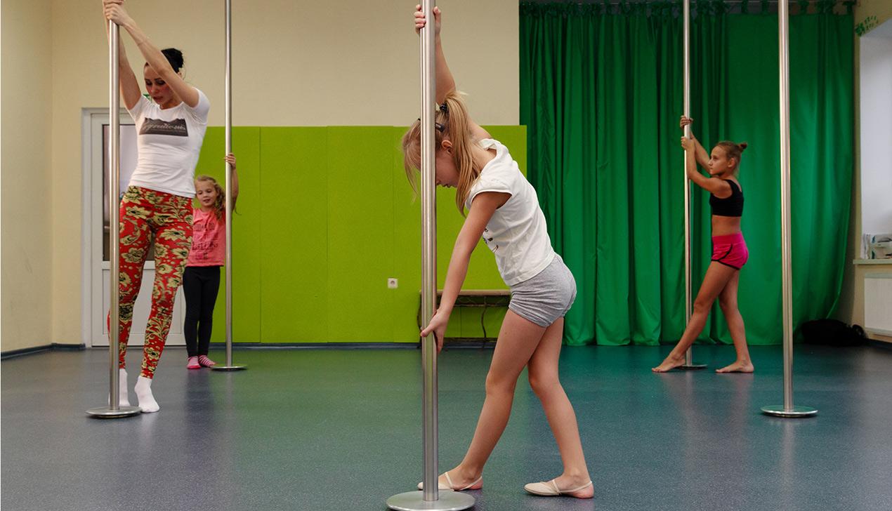 Не стриптиз. В Минске детей учат танцевать Pole Dance