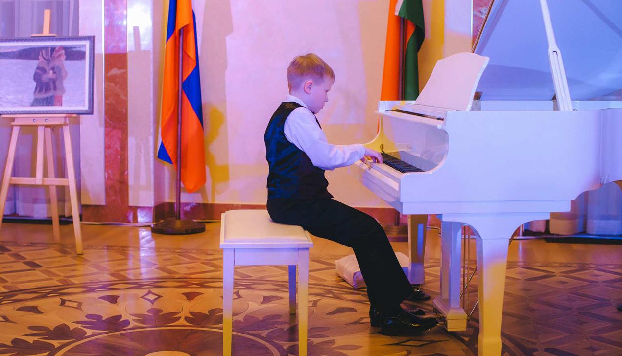 В Минске прошел благотворительный раут «Рождественские мечты»