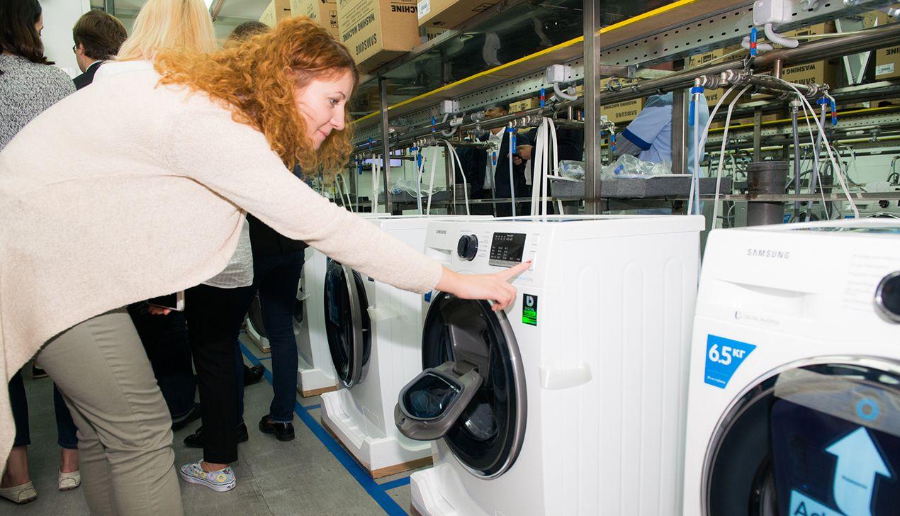 Рассеянный с улицы Бассейной: Samsung выпустил стиральные машины для забывчивых