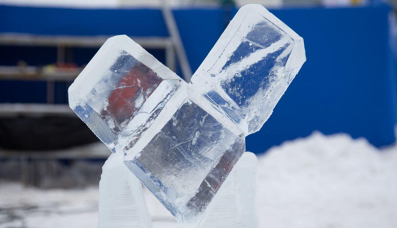 Компания velcom построила в Минске самую высокую в стране ледяную скульптуру