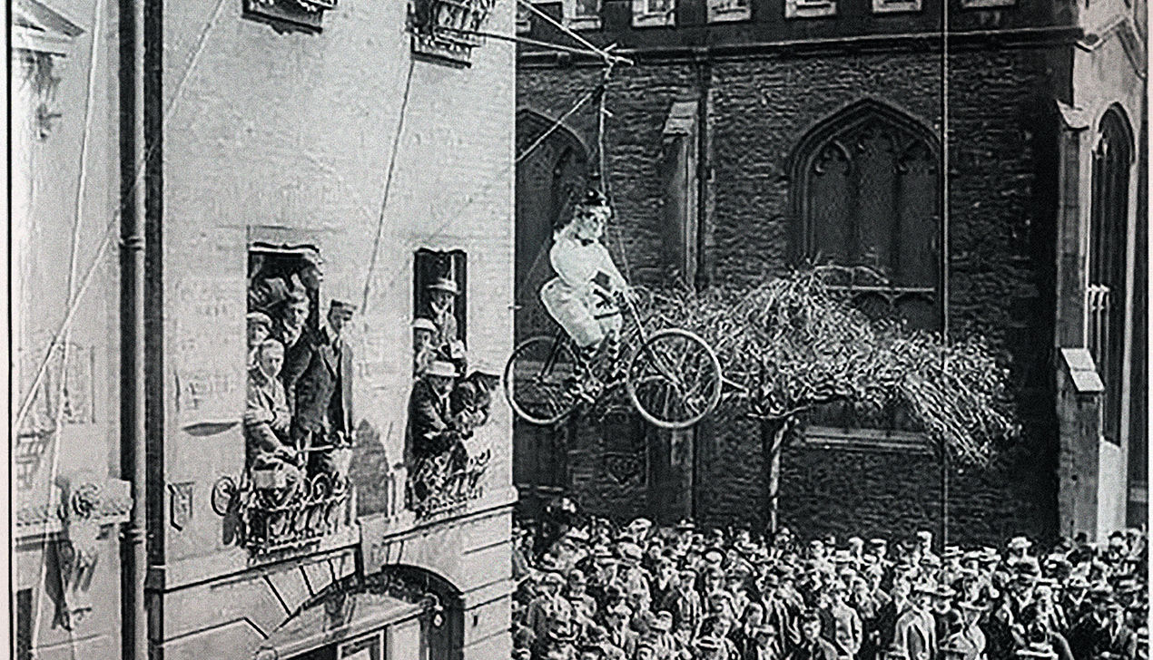 Ехали миледи на велосипеде