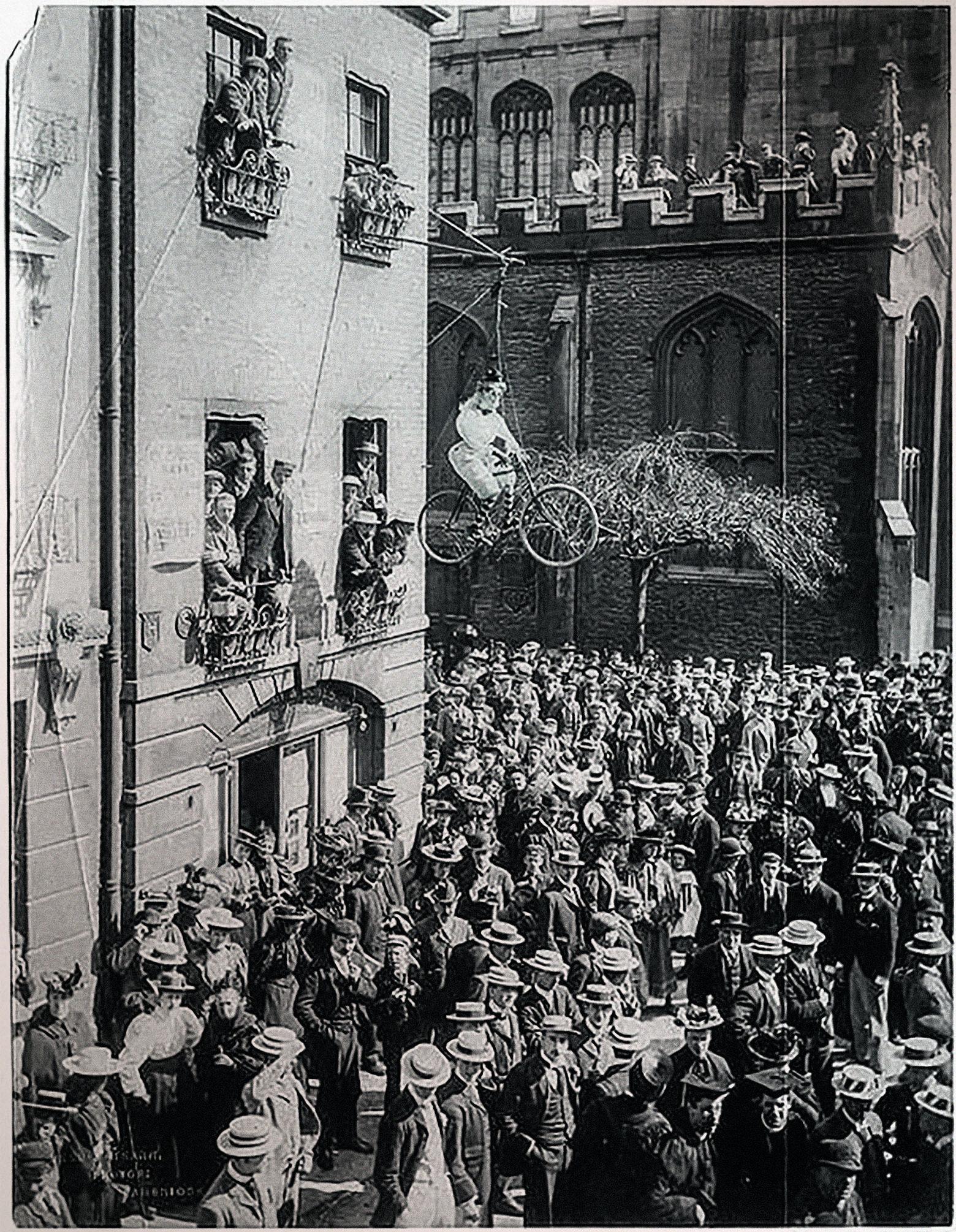 1897. Студенты Кембриджа на митинге против приема в университет женщин.