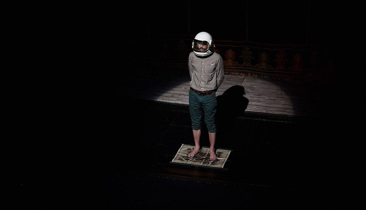 Большой космос одного дворника. Velcom организовал необычную презентацию книги в Купаловском театре.