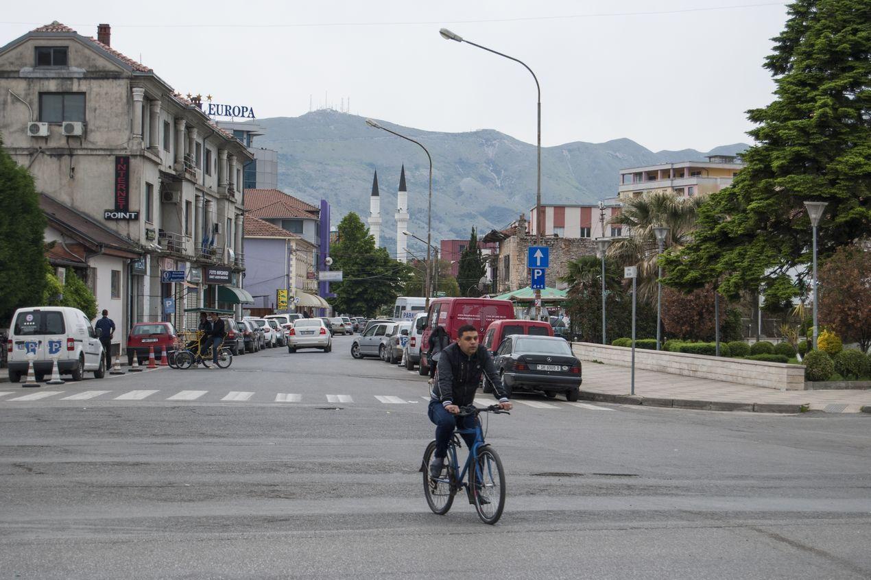 Улицы Албании. Основной вид транспорта