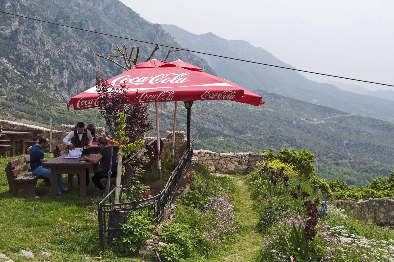 На краю обрыва. Замок в Круе, Албания