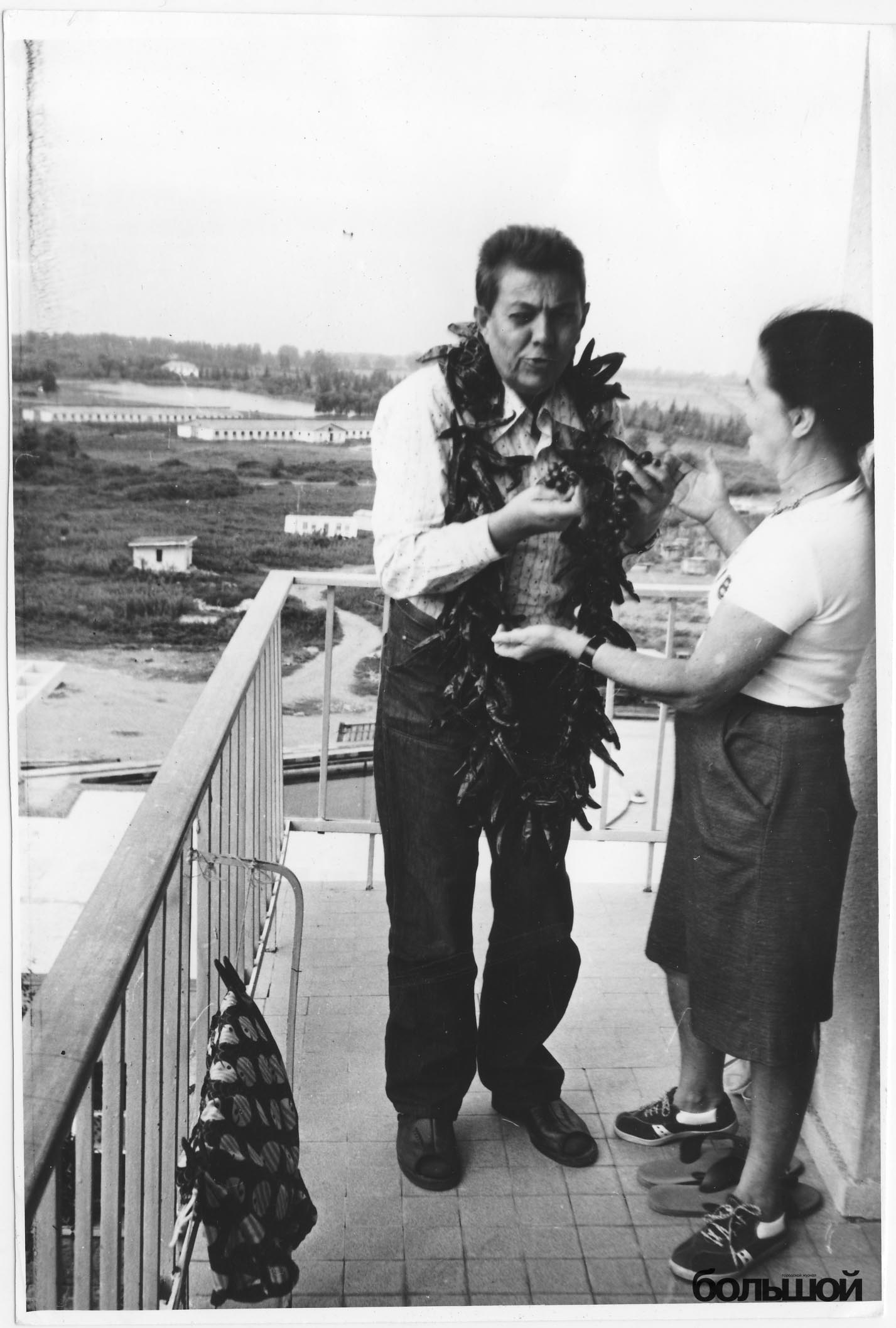 Уладзімір Караткевіч на балконе санаторыя