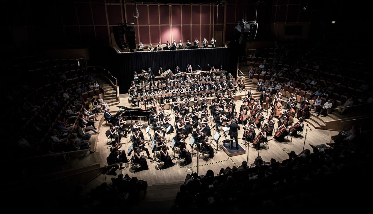 103 музыканта из 7 стран одновременно выступят на сцене «Классики у Ратуши с velcom»