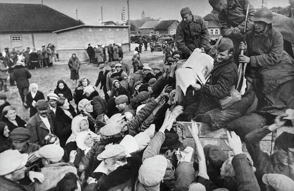 Першы дзень уступлення Савецкіх войскаў у Заходнюю Беларусь. Фота: Sputnik Беларусь