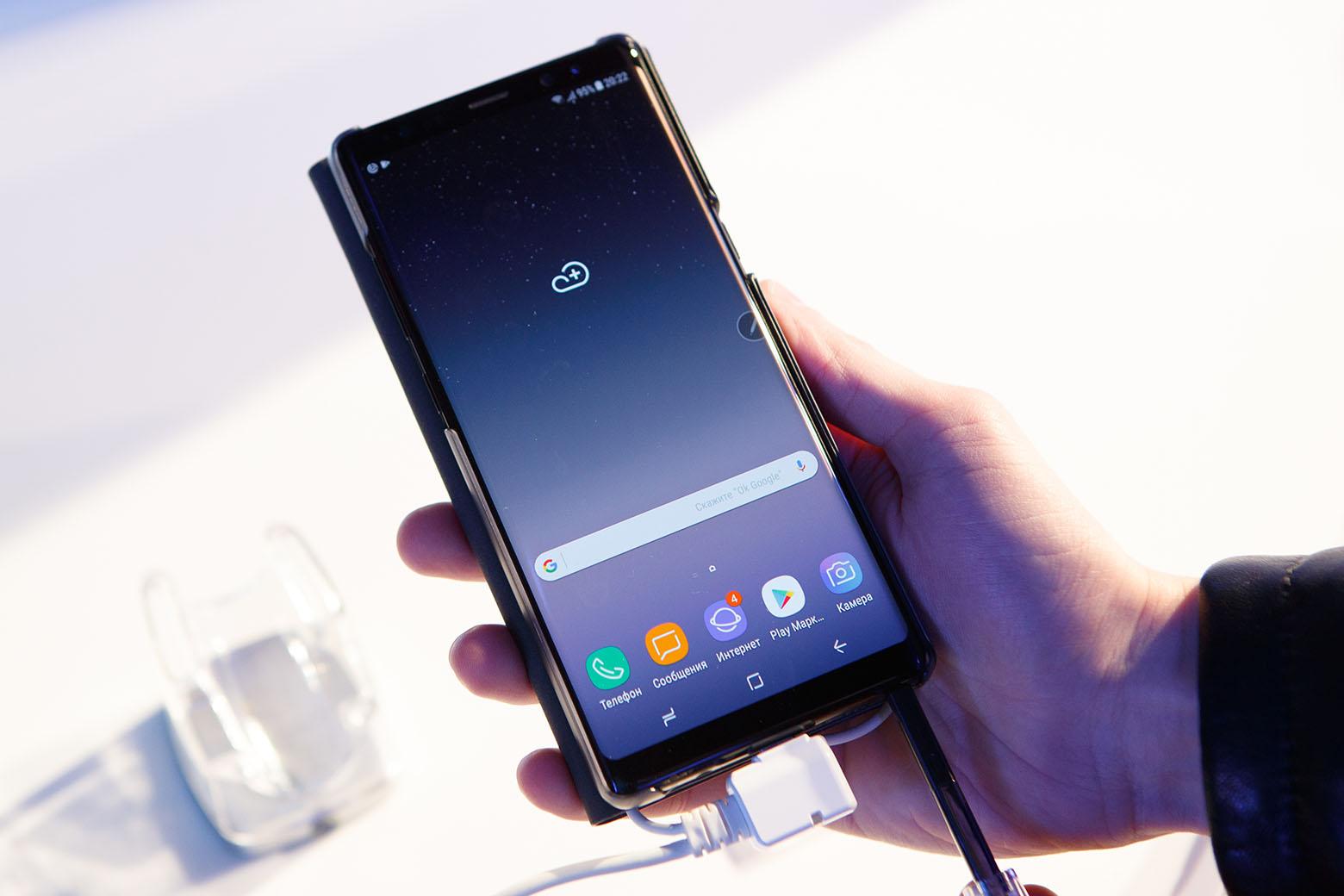 6,3-дюймовый Super AMOLED дисплей — самый большой в серии Galaxy Note.