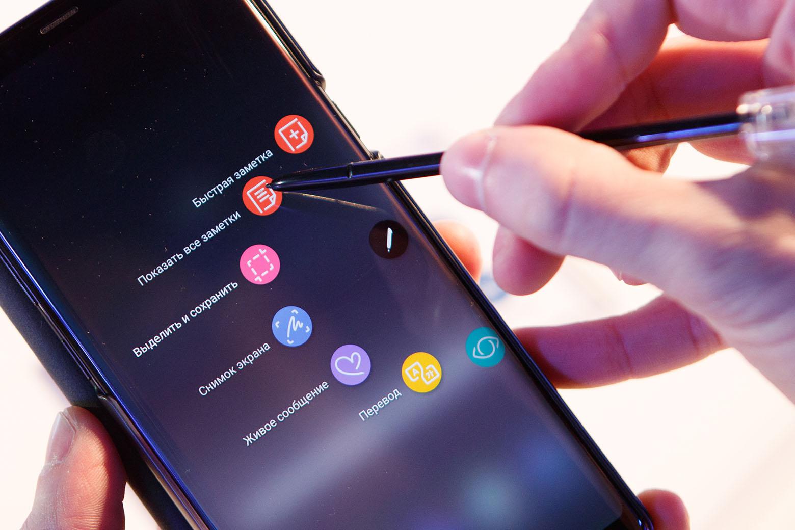 У электронного пера S Pen более тонкий наконечник и более высокая чувствительность к силе нажатия.