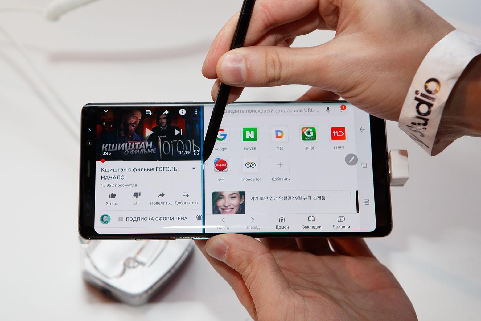 Большая диагональ экрана позволяет с легкостью отображать на дисплее два приложения сразу.