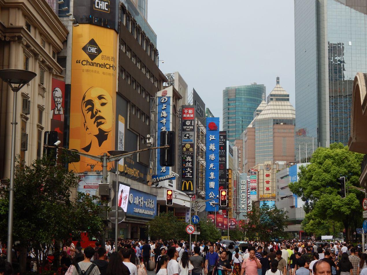 Шанхай в рекламе и неоне