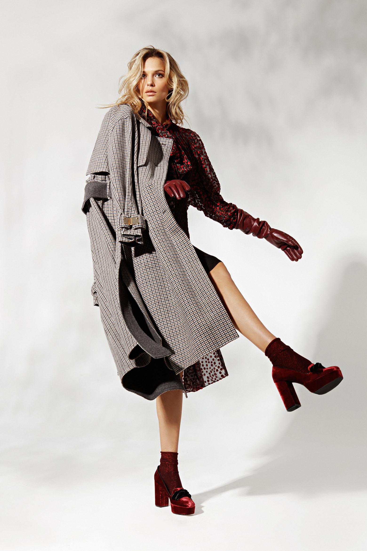 Платье Tamuna Ingorokva / Marcelino Тренч SJYP / Marcelino Ботинки Roberto Festa / Shoes Concept