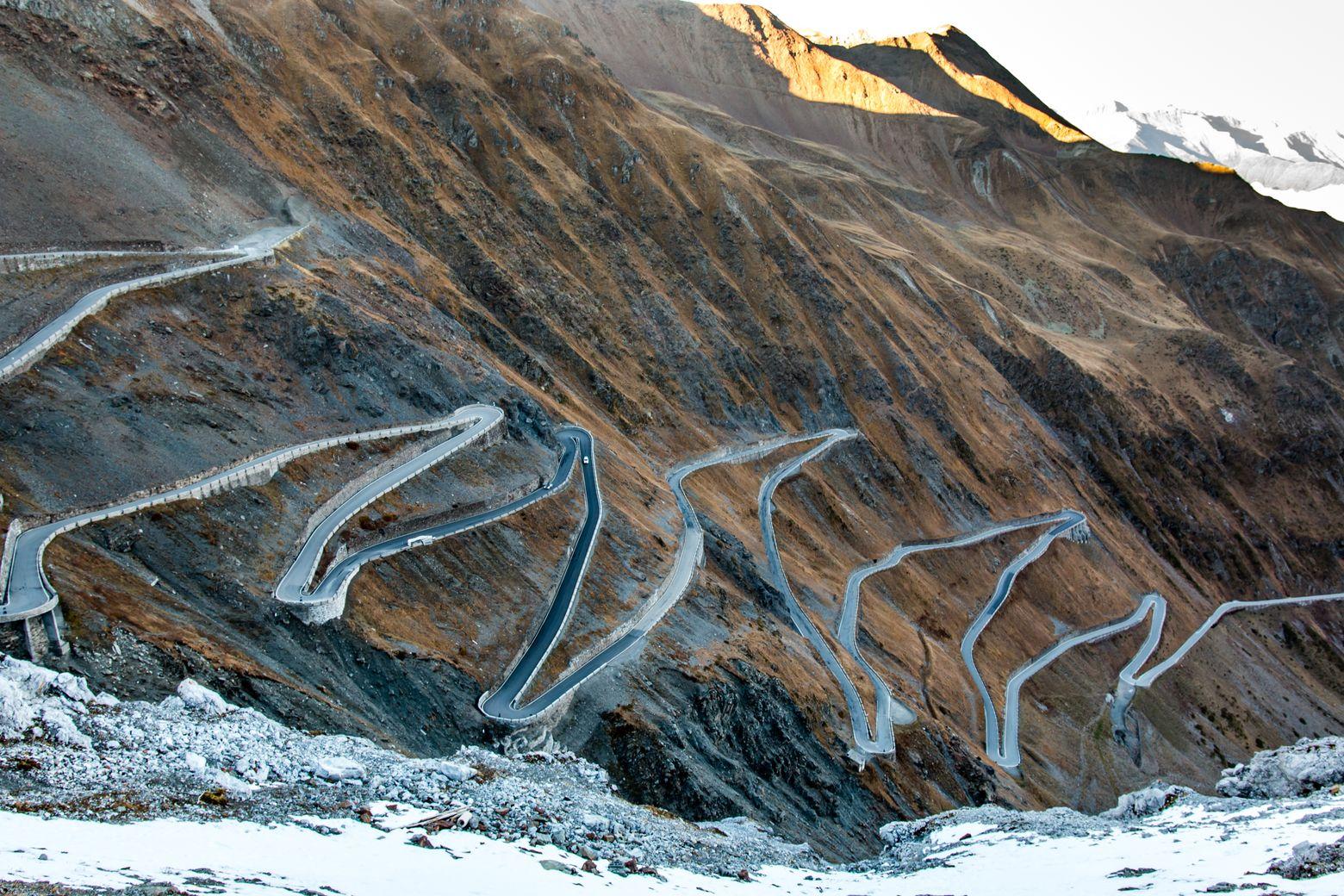Самая красивая дорога в мире по версии Top Gear выглядит так