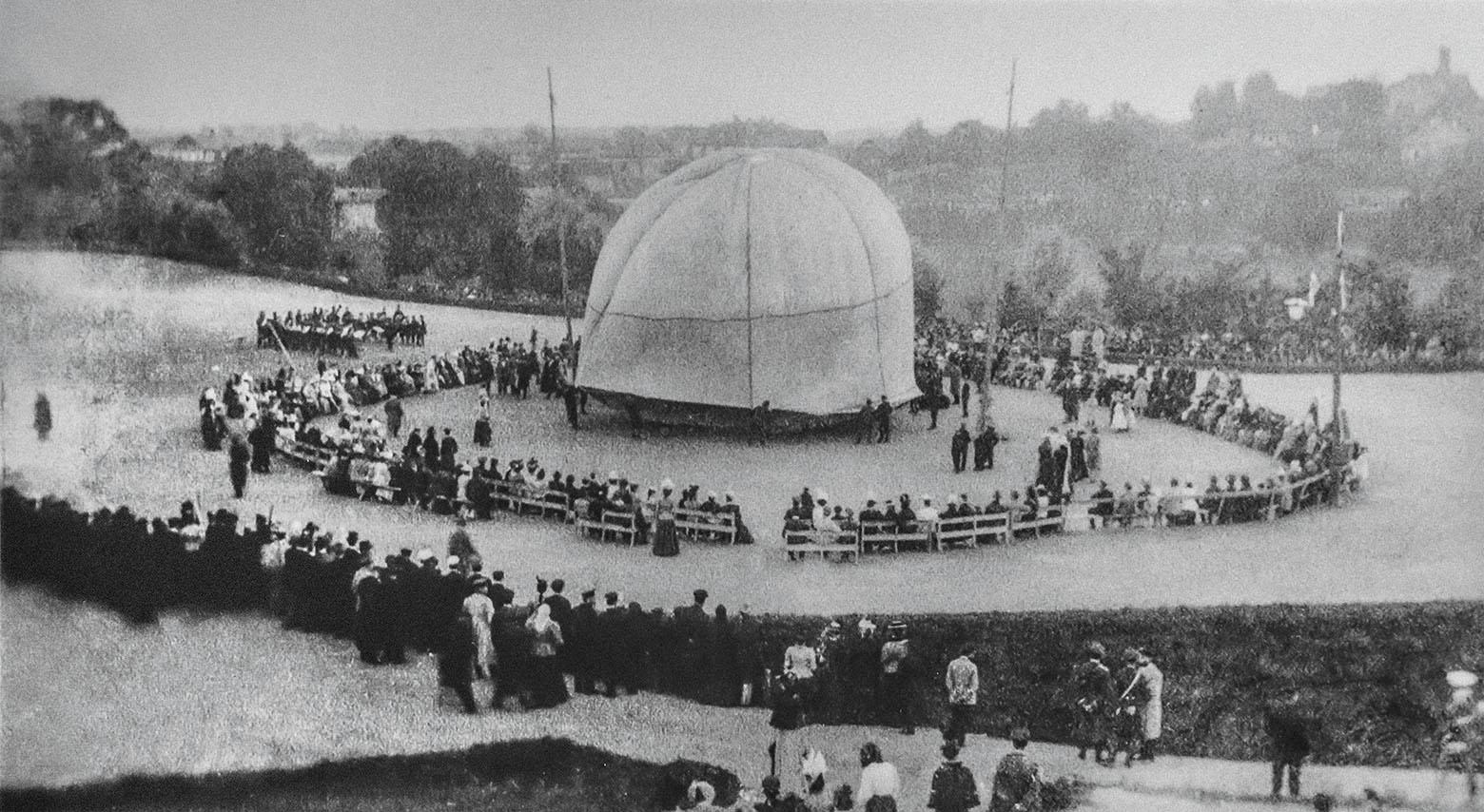 Первый полет в Минске на воздушном шаре. Губернаторский сад, 1891 год