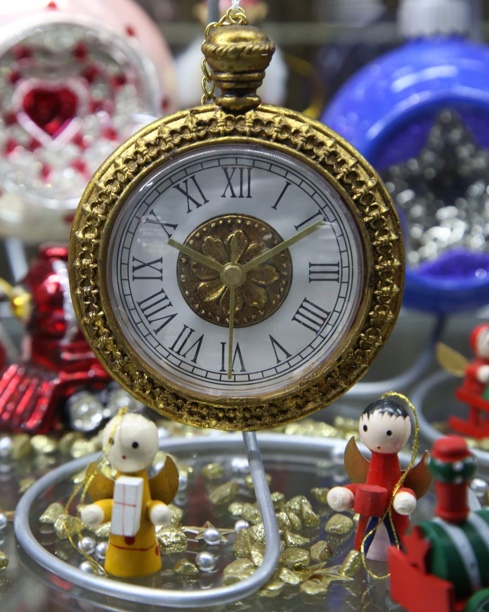 Западная Европа: часы со смайлом