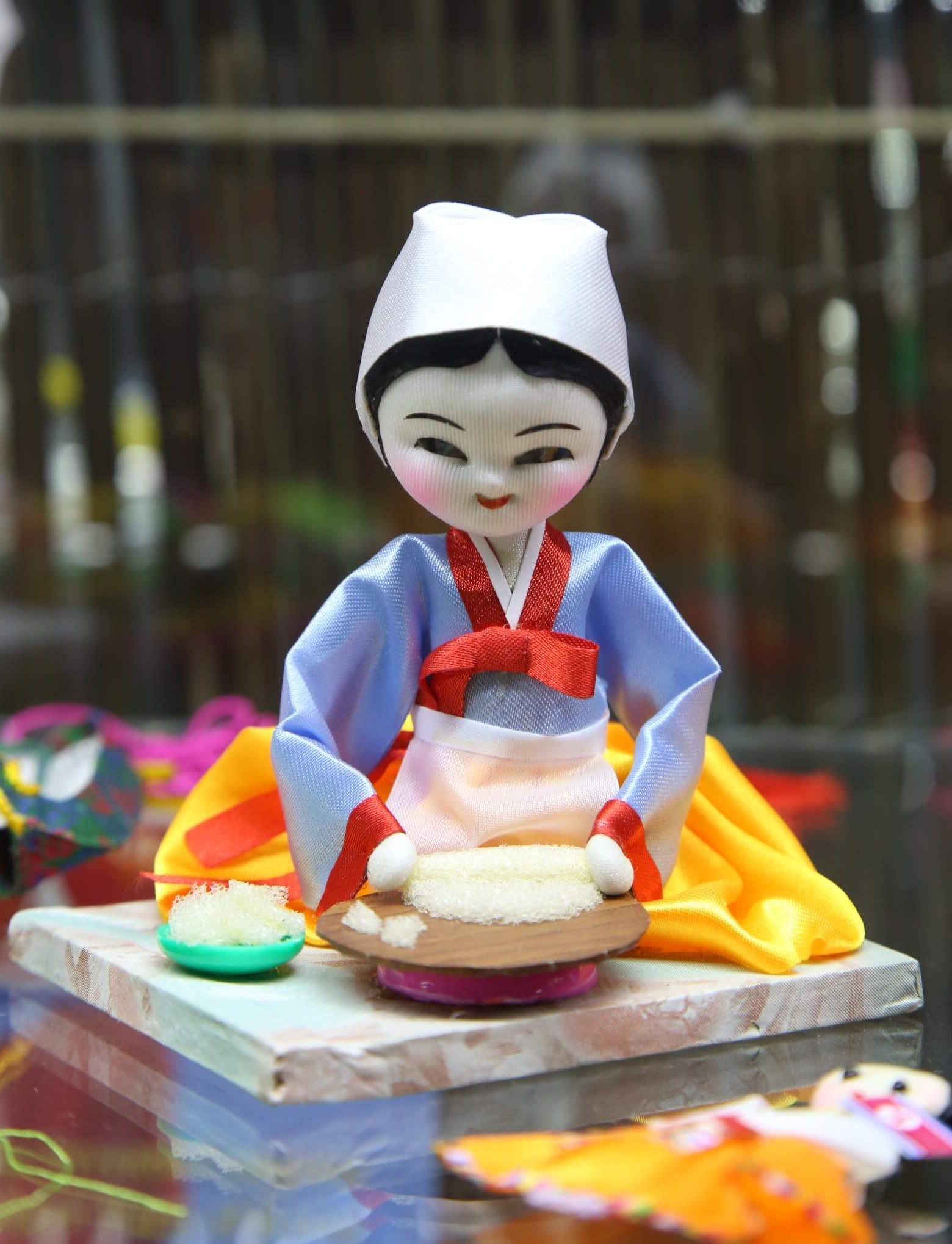 Северная Корея: девушка с ударным хлебом