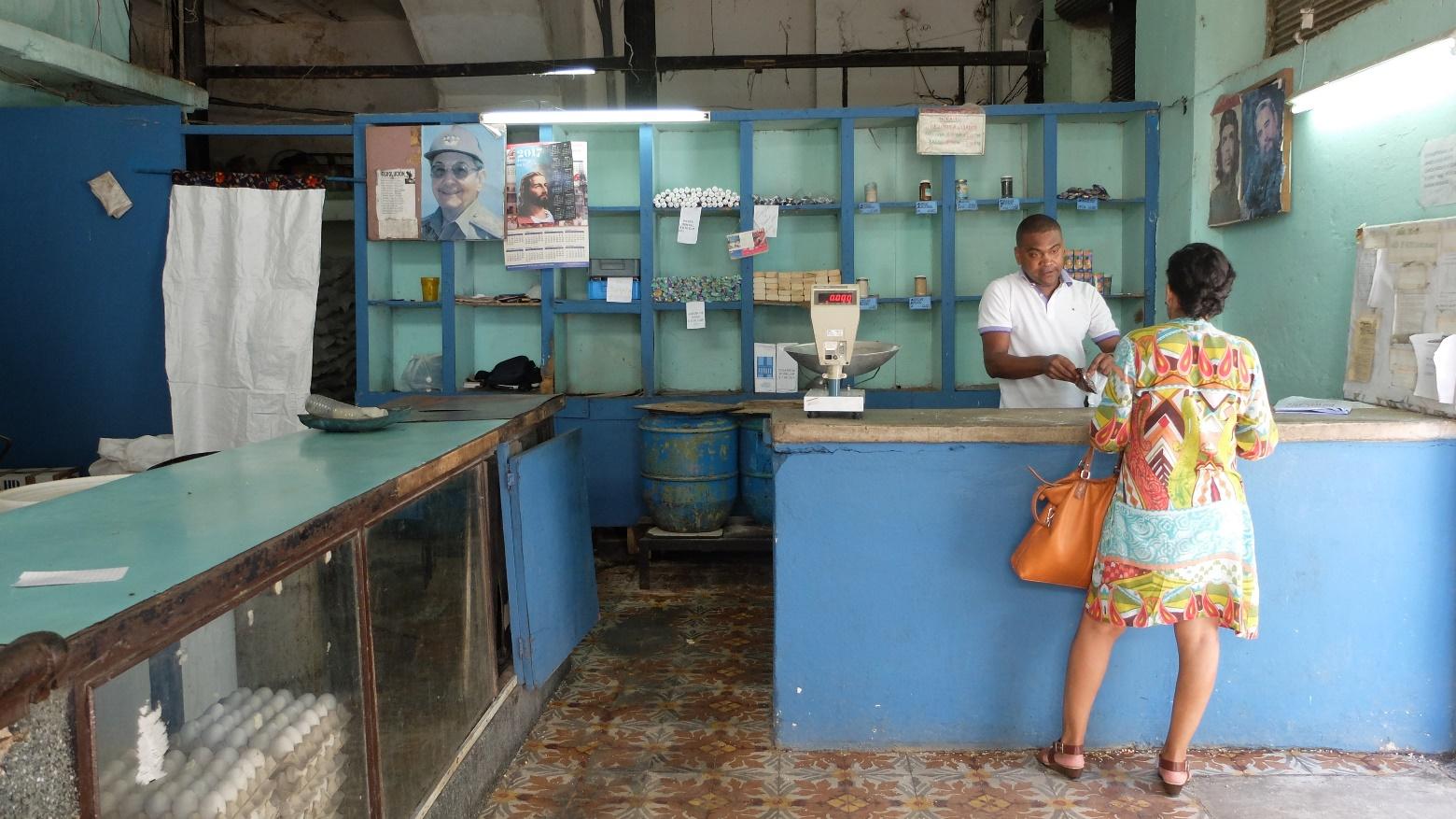 Куба. Государственный продуктовый магазин в Гаване