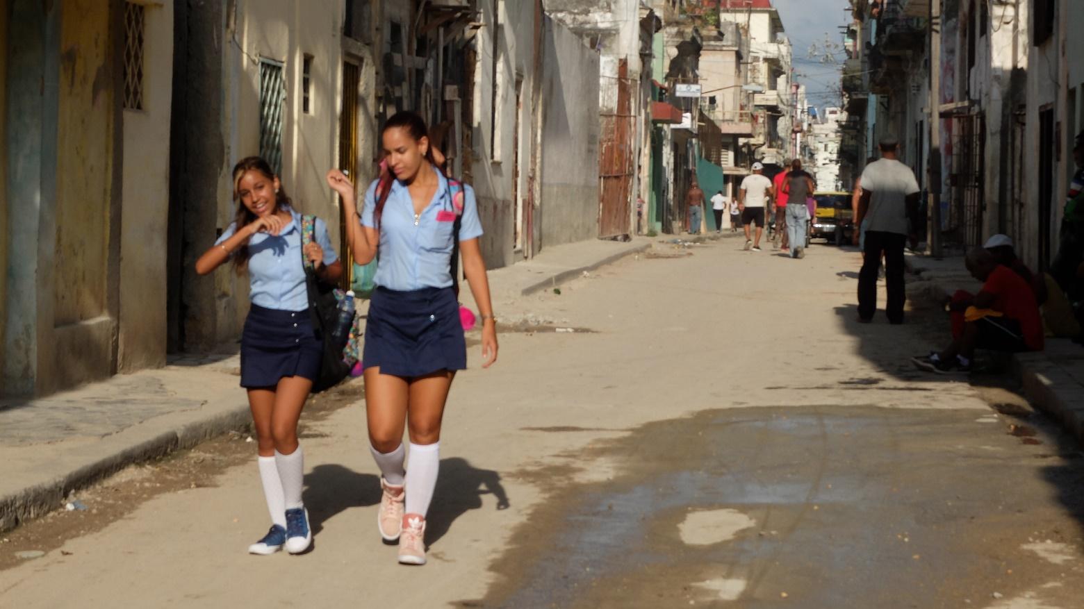 Куба. Школьницы в Гаване