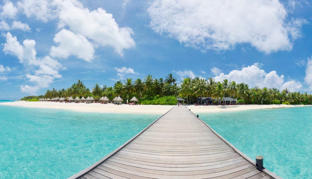 За февралем — июнь. Зачем лететь на Мальдивы уже завтра