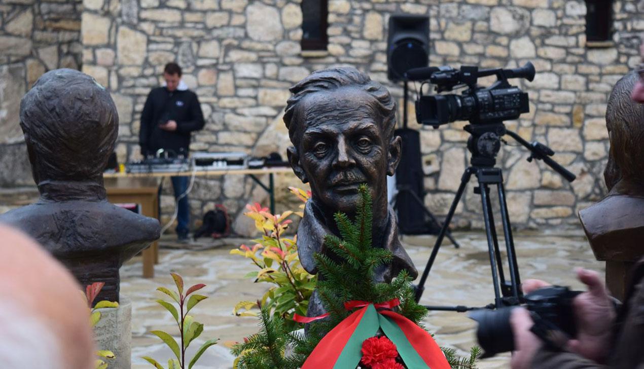 Бюст Янки Купалы установили в Болгарии