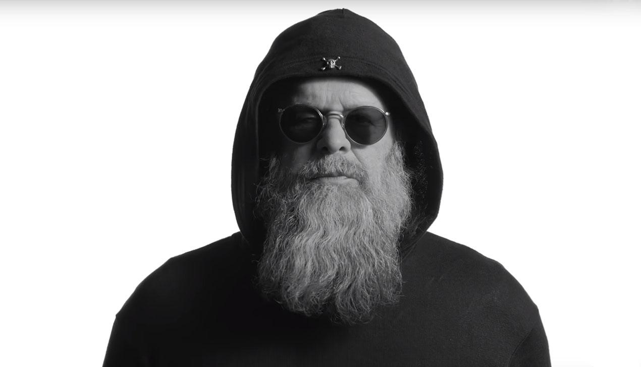 Борис Гребенщиков в черном худи и круглых солнцезащитных очках: смотрите новый клип исполнителя