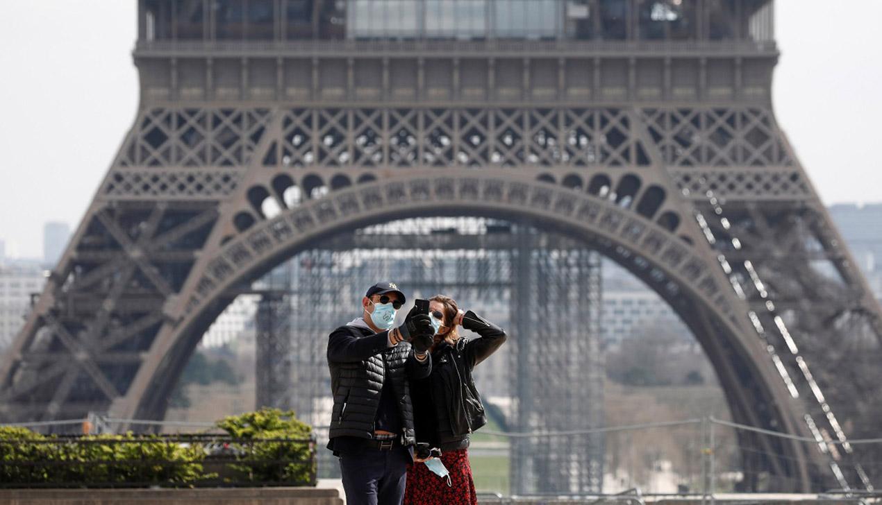 Сидящие из-за карантина по домам французы устроили флешмоб: они аплодируют медикам